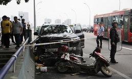 ชายจีนสุดคลั่ง ฆ่าแฟน-ญาติดับยกบ้าน ก่อนซิ่งรถชนดะ ไล่แทงคนไม่เลือกหน้า