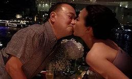 """""""กบ ปภัสรา"""" โชว์หวาน จูบสามีออกสื่อ ในโอกาสครบรอบแต่งงาน 20 ปี"""