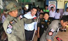 งูโผล่-เลื้อยซุกใต้เบาะรถครูสาว กู้ภัยรื้อทั้งคันพบเพิ่งจะเขมือบเขียด