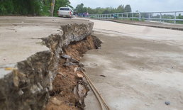 """งานงอก """"ถนนคอนกรีตทรุด"""" นายกเทศมนตรีชี้ ฐานล่างไม่แน่นดินสไลด์ซ่อมกี่ครั้งก็พัง"""