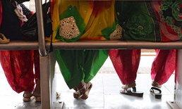 """ลูกจ้างหญิงอินเดียเฮ ได้ """"สิทธิ์นั่งพัก"""" หลังสู้มา 8 ปีกว่า"""