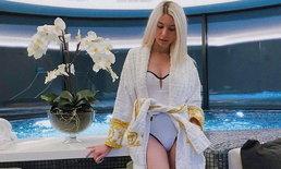 """""""ซาร่า"""" ทริปนี้ขอแซ่บ ประเดิมใส่ชุดว่ายน้ำโชว์เรียวขาสวย"""