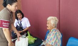 สะเทือนใจ-หญิงชราถูกปล่อยทิ้งหน้าสถานีตำรวจ กระสอบติดตัว 1 ใบ ข้าวประทังชีวิต 1 มื้อ