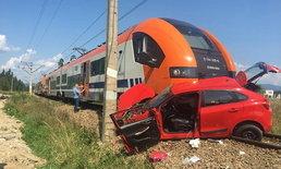 สาว 18 หัดขับรถตายสยอง เครื่องดับขณะข้ามรางรถไฟ คนสอนหนี เอาตัวรอด