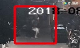 หญิงจีนเลิกงานดึกเจอชายเดินตามหลัง ก่อนใช้ไม้ตีหัว ปล้นมือถือ