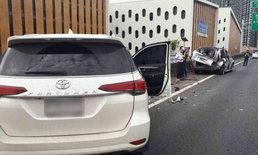 อุบัติเหตุซ้อน! หญิงรถเสียจอดยืนคุยกับตำรวจ ถูกฟอร์จูนเนอร์พุ่งชนตกทางด่วนดับ