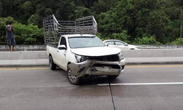 """ปิกอัพลง """"ดอยขุนตาล"""" แหกโค้งคว่ำ รถตามท้ายสองคันเบรกไม่ทันชนยับ"""
