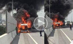คลิปนาทีระทึก รถตู้ไฟลุกท่วมหวิดไฟคลอกทั้งคัน ผู้โดยสารตะโกนลั่น ให้จอดรถหนี