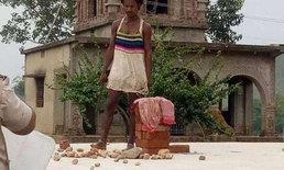 """สยอง หนุ่มอินเดียควงมีด """"ฆ่าตัดหัว"""" ครูสาวกลางโรงเรียน"""