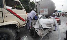 รถขนทรายเบรกแตก ชนรวด 7 คัน อาจารย์สาวติดคาซากรถรอดปาฏิหาริย์