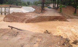 ฝนถล่ม! ซัดสะพานเข้าอุทยานเขาพนมเบญจาขาด 7 เมตร การสัญจรอัมพาต