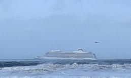 เรือสำราญติดกลางทะเลคลั่ง ทำผู้คนนับพันติดค้าง แบบทั้งล้มทั้งยืน (มีคลิป)