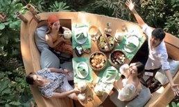 """""""มิ้นต์ ชาลิดา"""" เผยคลิปสุดโรแมนติก บรรยากาศทานข้าวของ 2 คู่ ทริปเกาะกูด"""