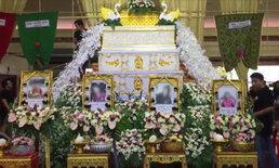 สุดสลดงานศพศาลาเดียว 4 ใน 6 เหยื่อกระบะชนซ้ำ ญาติสะอื้นทำใจไม่ได้