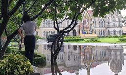 น้ำท่วมทำเนียบรัฐบาล บิ๊กตู่จอดรถแวะดู-เตือนนักข่าวระวังเป็นหวัด