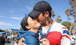 """จูบนี้ชื่นใจมาก """"พุฒ - จุ๋ย"""" โชว์ซีนหวานฉลองชัย วิ่งมาราธอน 100 กิโลเมตร"""