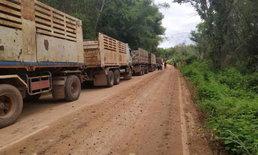 ชาวบ้านโวย! รถบรรทุกหินทำถนนพังยับ วอนหน่วยงานเกี่ยวข้องตรวจสอบด่วน