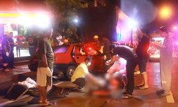 สลด ดับยกครัว 4 ศพ เก๋งซิ่งชนท้ายรถพ่วงจอดถ่ายหนักหน้าปั๊มน้ำมัน