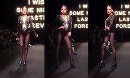 """""""แต้ว ณฐพร"""" เดินสับแหลก สะเทือนแคทวอล์ค ELLE Fashion Week แซ่บโลกต้องจำ"""