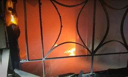 ไฟไหม้ระทึก หอพักนักศึกษาเมืองโคราช หนุ่มตกใจโดดระเบียงหนีตาย
