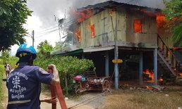 ไฟช็อตปลั๊กสามตา ประกายไฟลามติดเสื้อผ้า เผาบ้านวอดทั้งหลัง!