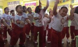 หนุ่มน้อยเท้าไฟ เต้นเพลงเกาหลีสุดพลิ้ว ไม่แคร์เพื่อนร่วมชั้น เป๊ะทุกลีลา!