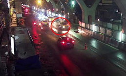 แชร์คลิปแท็กซี่ฆาตกร ชนคุณลุงข้ามถนนเสียชีวิต ก่อนซิ่งหนีหาย