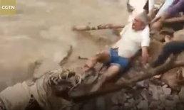 โปรดสัตว์ได้บาป ชาวบ้านอินเดียช่วยเสือดาวบาดเจ็บ แต่พลาดโดนขย้ำขา