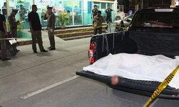 หนุ่มง้อเมียไม่สำเร็จ แทงฝ่ายหญิงดับ รวบแม่ผัวขนศพขึ้นรถก่อนทิ้งไว้หน้าคลินิก