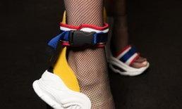 """เพจพิพิธภัณฑ์ธงชาติไทย ชี้แจงดราม่า """"รองเท้าแฟชั่น"""" สีคล้ายธงไตรรงค์"""