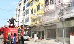 แตกตื่นกลางเมืองแม่สอด อยู่ดีๆ ไฟลุกไหม้เสาไฟฟ้า ระดมกำลังเร่งดับเพลิงหวั่นลุกลาม