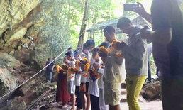 """ทีมหมูป่าทำบุญครบ 100 วัน อุทิศส่วนบุญส่วนกุศลให้ """"พี่จ่าแซม"""""""