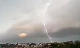 ออสซี่เจอพายุถล่ม ฟ้าผ่า 3 แสนครั้งในวันเดียว ฝนตกหนักจนน้ำท่วม