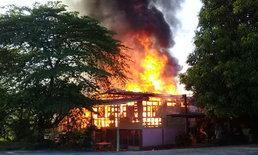 ระทึก! ไฟไหม้ชุมชนวัดสามวิหาร-เร่งผจญเพลิงช่วยคุณยายหวิดถูกคลอก