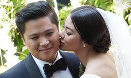"""13 ปีแห่งรัก """"พิตต้า"""" กุมมือสามีนักธุรกิจ เข้าพิธีวิวาห์ บรรจงมอบรอยจูบ ตราตรึงทั้งหัวใจ"""