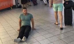 หนุ่มนักกีฬาทุพพลภาพ ไถลร่างออกจากสนามบิน เพราะไม่มีวีลแชร์ให้