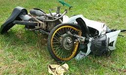 วัยรุ่นขี่ จยย.เอื้อมหยิบของตะกร้าหน้าเสียหลักปีนฟุตปาธ คนเจ็บ-รถพัง