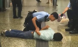 ฮ่องกงระทึก ตำรวจยิงมือมีดกลางสถานีรถไฟใต้ดิน