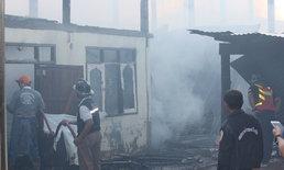 ยายน้ำตานองหน้า-ไฟไหม้วอดเสียหายทั้งบ้านทั้งข้าวที่เกี่ยวใหม่ ลุกลามบ้านข้างเคียง