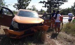 รถกระบะเสียหลัก ข้ามเลนชนประสานงารถเก๋งยับ ดับ 1 บาดเจ็บ 2 ราย