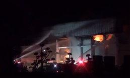 พนักงานวิ่งหนีตาย-ไฟไหม้บริษัทคัดแยกไก่ขนาดใหญ่ เสียหายไม่ต่ำกว่า 50 ล้าน!