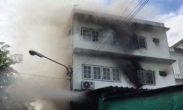 ไฟไหม้สยองส่งท้ายปี วอดวาย 2 ชั่วโมง เฮียตึกแถวสะอื้นลูกชายสังเวยชีวิต