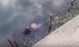 ชาวบ้านผงะ! พบศพหนุ่มใหญ่ปริศนาลอยขึ้นอืดสะพานลำน้ำก่ำ