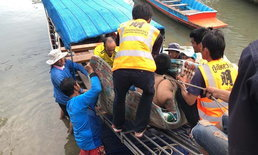 ทุลักทุเล เคลื่อนย้ายหนุ่มน้ำหนัก 300 กิโลกรัม ลงเรือ-ขึ้นรถ ไปโรงพยาบาล
