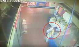 นอนคุกครั้งที่ 3-ลากหนุ่มใหญ่เข้าซังเต ฉกโทรศัพท์แม่ค้าสาวไทยใหญ่ตลาดวโรรส