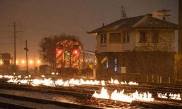 เจ้าหน้าที่จุดไฟเผารางรถไฟในชิคาโก เพื่อละลายน้ำแข็งหลังเผชิญอุณหภูมิ -50 องศา
