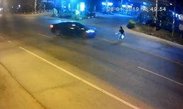 อุทาหรณ์! เผยคลิปนาทีเก๋งชนหญิงวัย 24 เดินข้ามถนนร่างลอยกระแทกพื้น (คลิป)