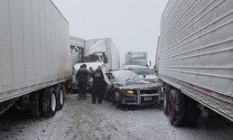 พายุลมหนาวขั้วโลกปั่นป่วนสหรัฐฯ หิมะยังถล่มหนัก ทำรถชนวินาศ 21 คันซ้อน