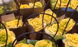 """ของขวัญวันวาเลนไทน์สุดเก๋ """"ดอกกุหลาบผักกาดขาว"""" ให้เสร็จเดินเข้าร้านชาบูได้เลย"""