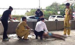 อุบัติเหตุซ้ำซ้อน-สาวควบเก๋งชนคนข้ามถนน กระบะชะลอดูเหตุการณ์เสยเกาะกลางอีก